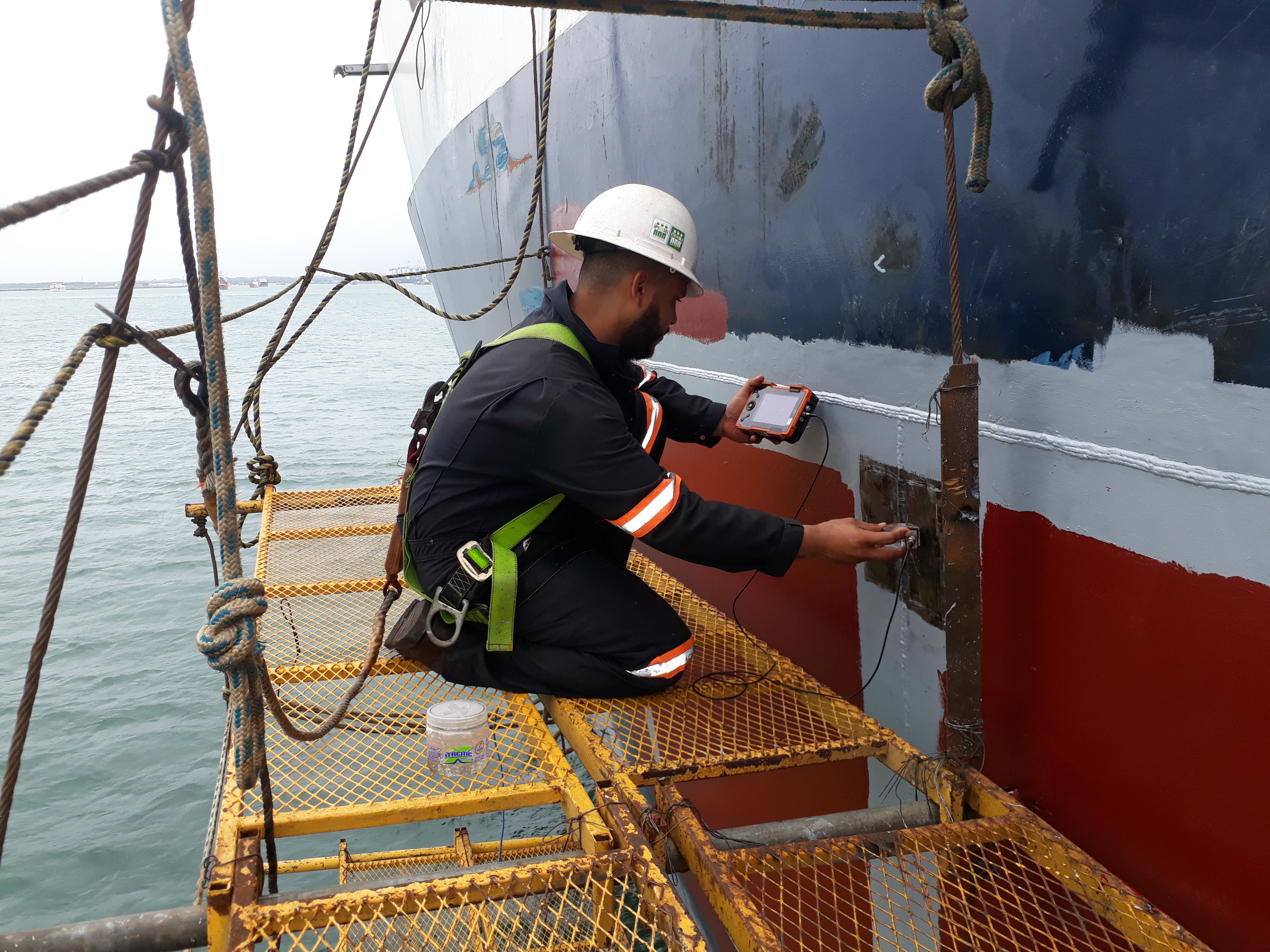 Ultrasonic test at the joints welded of a ship hull